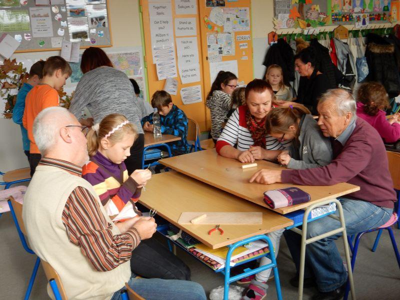 Prezeráte obrázky k článku: Stretnutie generácií