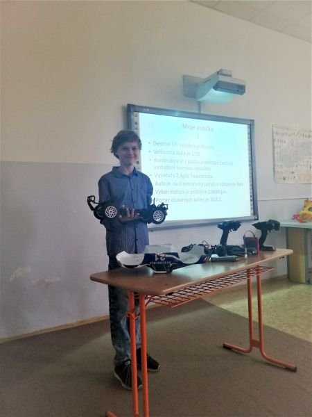 Prezeráte obrázky k článku: Prezentačné aktivity žiakov VII. C triedy