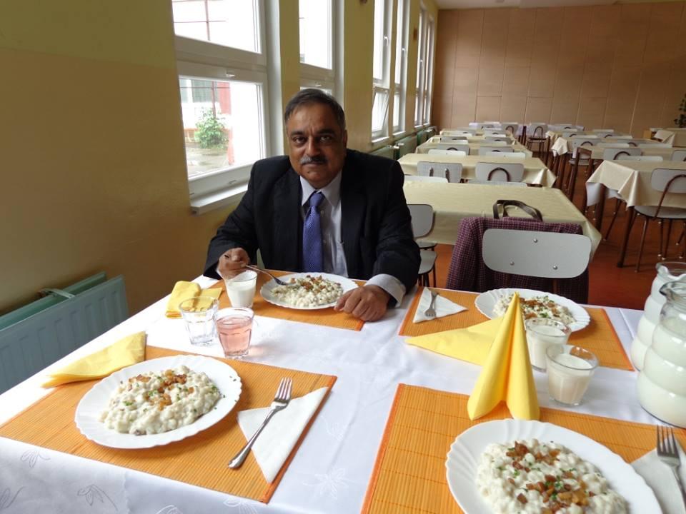 Prezeráte obrázky k článku: Veľvyslanec Indie na našej škole
